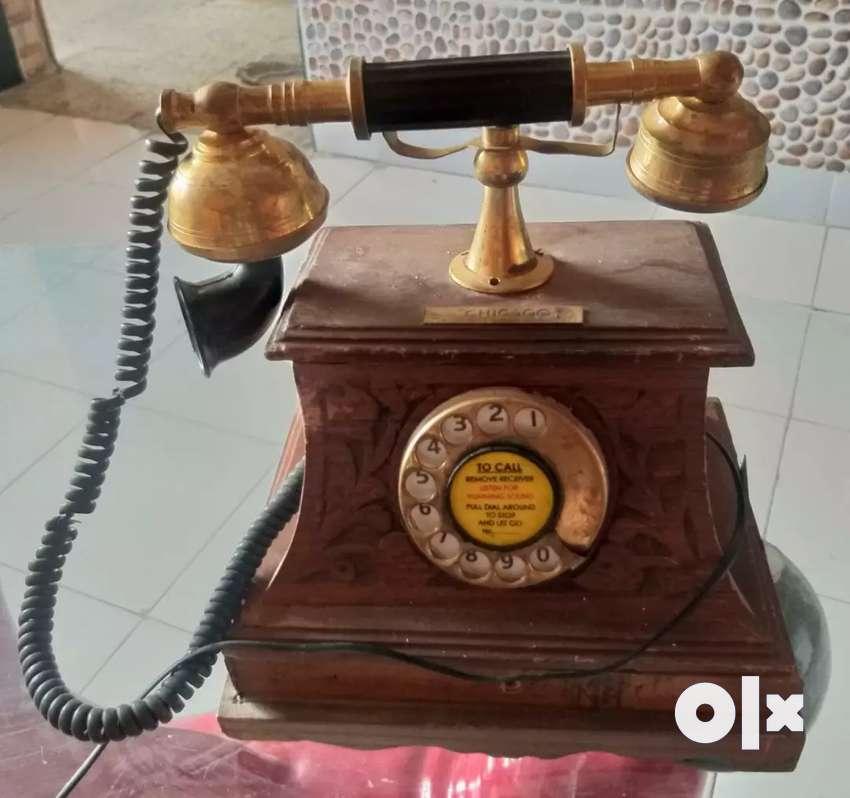VINTAGE TELEPHONE @ 5500