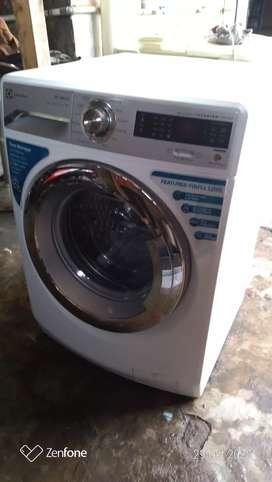 Mesin cuci Electrolux front loading/ pintu depan