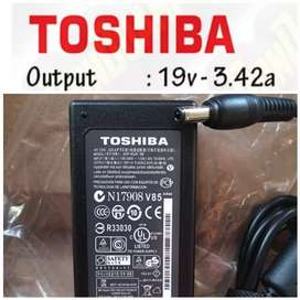 Adaptor charger laptop Toshiba C600 C800 C640 C645 L745 19V 3.42A