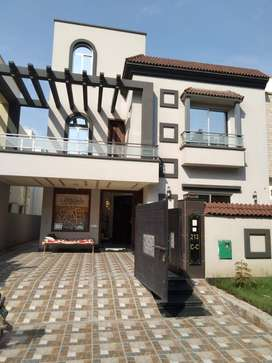 10 Marla Lavish Full House Available For Rent Bahria Town lahore