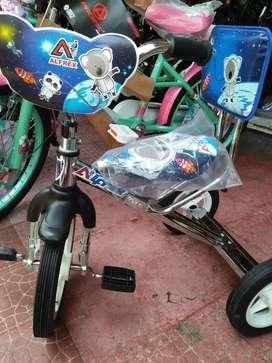 sepeda roda 3 sinchan
