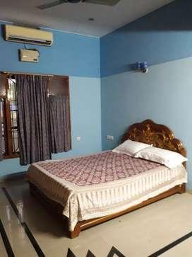 Fully furnished A/C short stay Accommodation at vazhuthakkadu