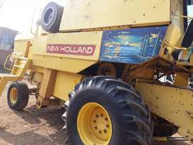 New Holland 8070 harvester 1984