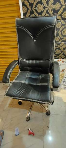 Counter table chair in new condition