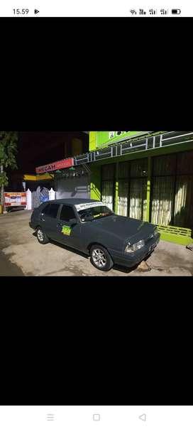 Mobil Sedan MR90
