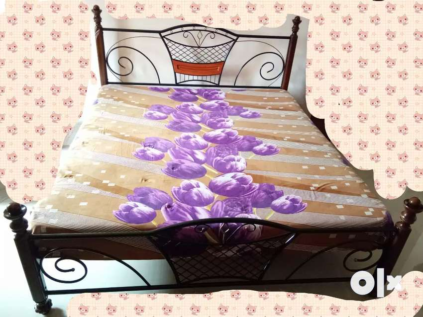WROUGHT IRON BED 0