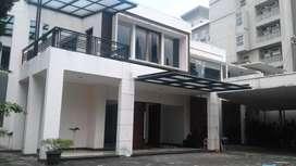 Rumah di Setiabudi Kota Bandung, ada kolam renang.