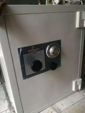 Dijual brankas merk sargent safe t.80cm