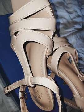 Sepatu hils wanita merk Krisia, Belum pernah dipakai