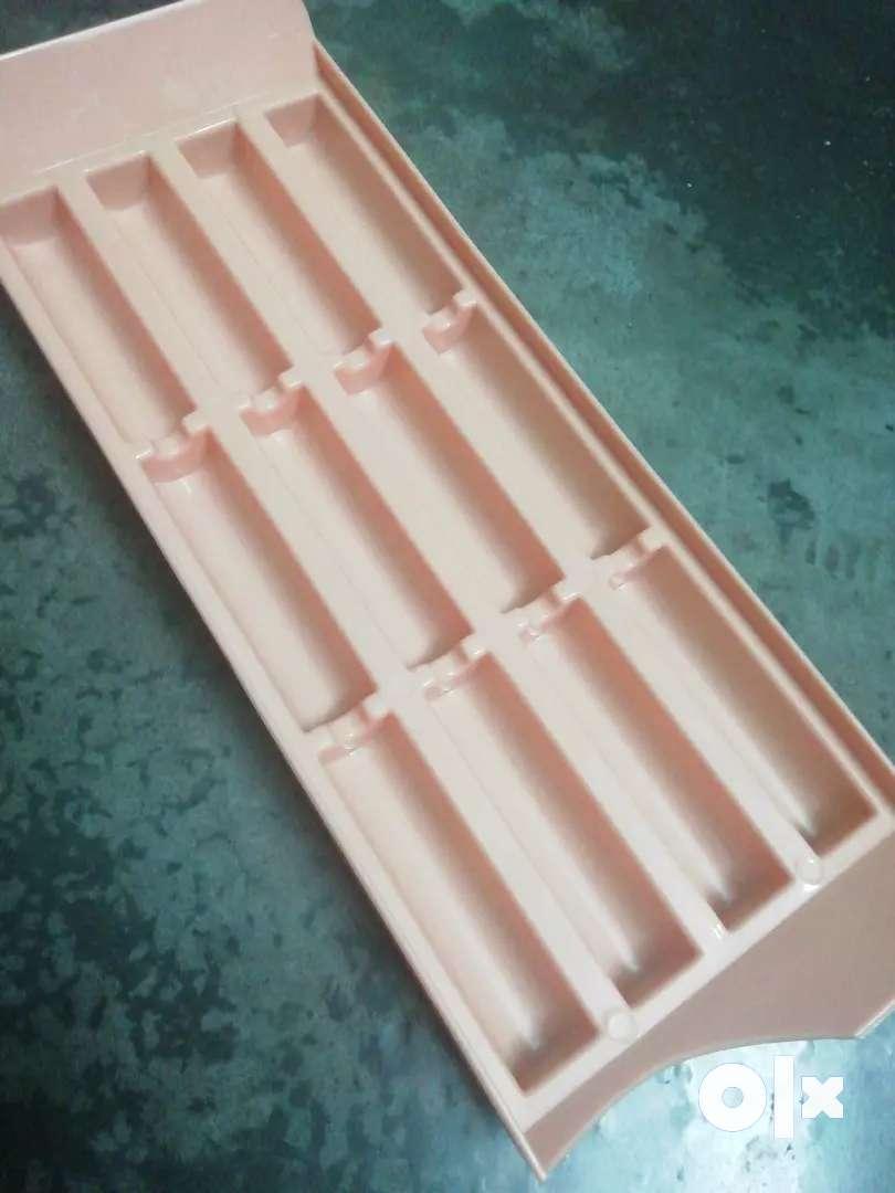 Ice cube maker 0