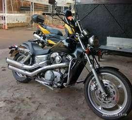 Moge Honda Shadow VT 1100 CC, seperti Harley Davidson