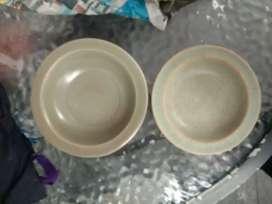 Dua mangkok celadon antik