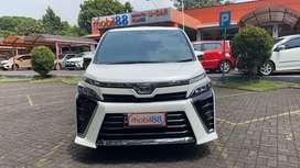 Toyota Voxy 2.0 AT 2018