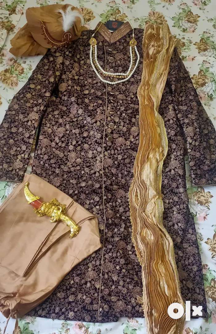 Royal Deep Wine Sherwani with Pyajama, Safa, Stole and Jewellery. 0