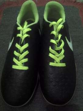 Dijual sepatu futsal Nike ukuran 42