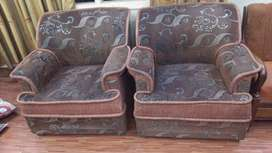 sofa set for (sale in 10000)