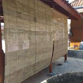 Tirai bambu wong kenek ae