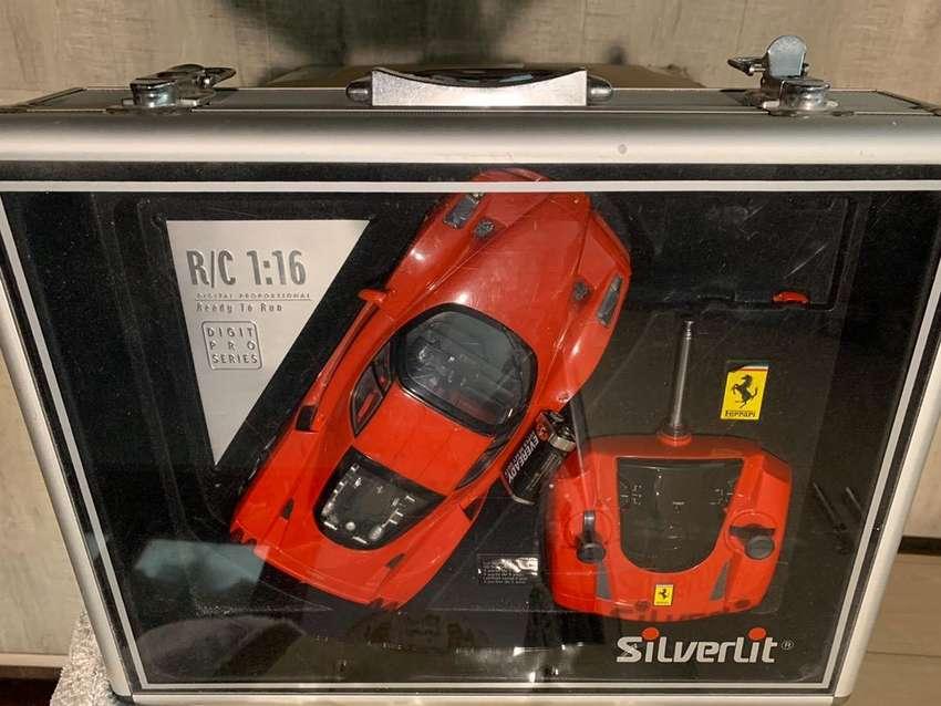 >> FOR SALE << Silverlit R/C Ferrari 1:16 Radio Control 0
