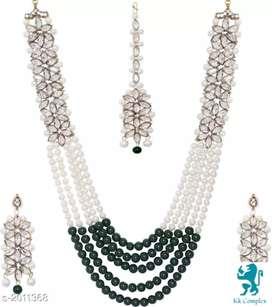 Elegant pearl jewellery set