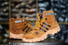 Sepatu pria boot adidas safety boot pria 39-44