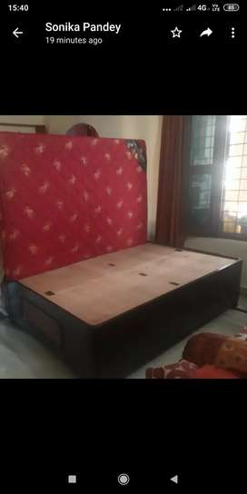 Diwan bed 4*6 with mattress