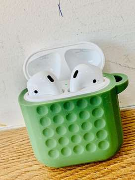 APPLE AIRPODS 2 ONE MONTH OLD BRAND NEW CONDITION  BOX WITH FULL KIT