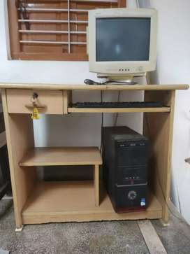 P 4 computer sell good conditionwith computer table