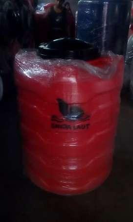Tangki air plastik PE Merk Singa Laut 550 liter.