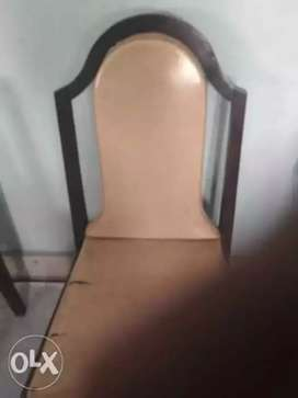 selling Six Brown Wooden Chairs With Brown Pads. cost 1100/- each