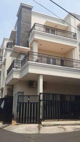 Dijual Rumah 3 lantai bisa di buat kost2an. Di Rawamangun. Jak Tim.
