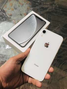 iphone xr good condition 5 month old set white