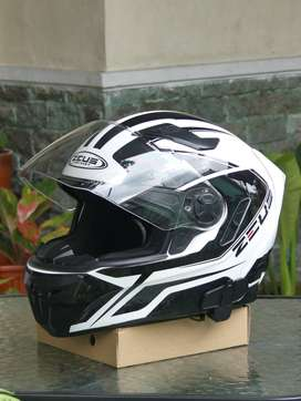 Dijual Helm Zeus 813 (good condition)