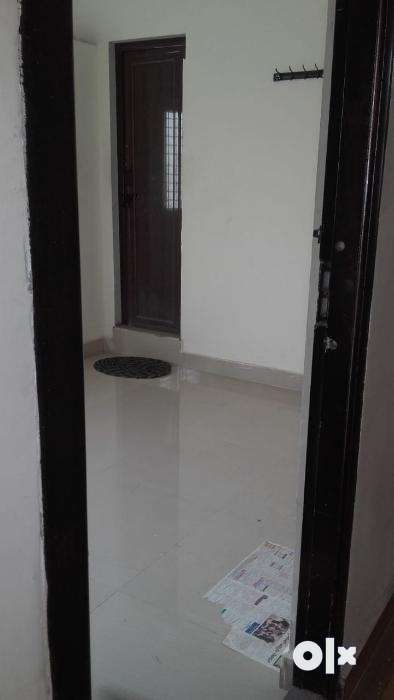 Rooms for working professionals and students near AVA Road 0