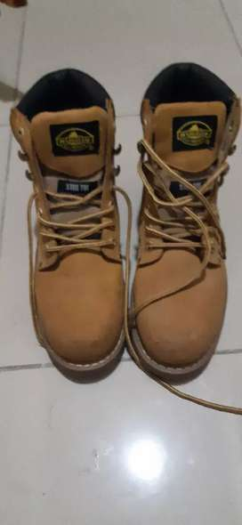Rugged shoes