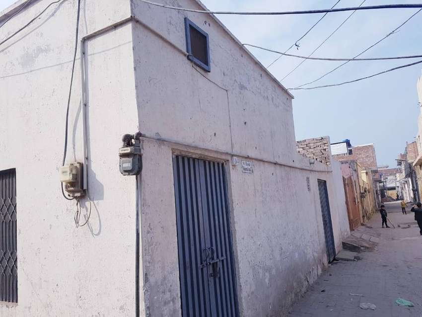 Fit condition  corner house of 5.5 marla  for sale 0