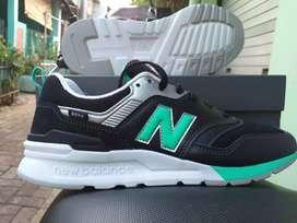 Baru dan Original Sepatu New Balance 997H size 39 original Sneakers