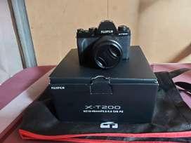 Kamera Mirorrless Fujifilm XT200