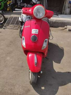 Vespa red beauty