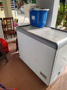 Freezer kecil rumah tangga