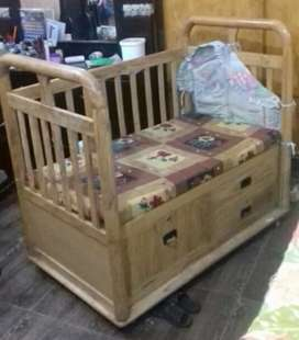 Baby cort only 5 month used.