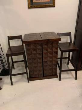 Stylish bar unit with 2 chairs