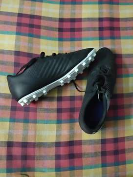 Kipsta football boots
