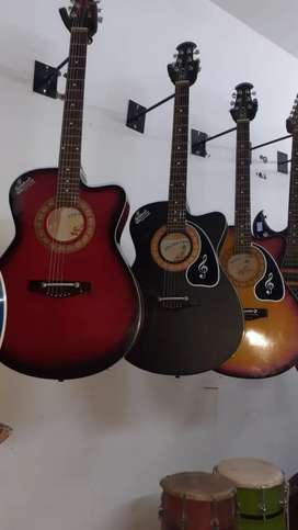 New Branded AcousticGuitar with amazing soundquality in discount offer