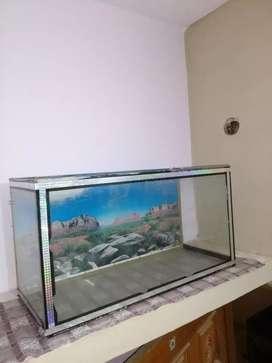 Aquarium fish pot with decorative stones and 1 plant