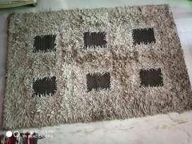 Floor carpet in good condition