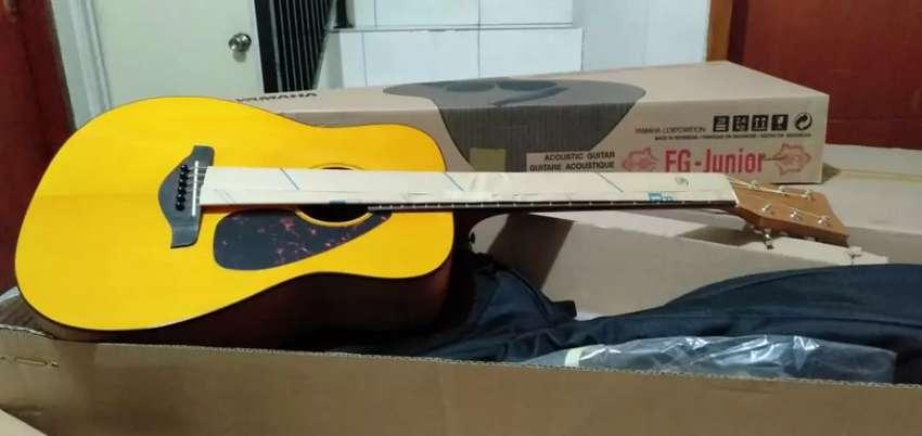Gitar Yamaha akustik  FG junior 0