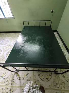 Bed (queen size)