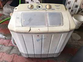 Kelvinator Semi automatic 6 kg washish machine working condition