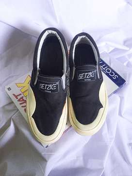 Jual sepatu getzke slip on