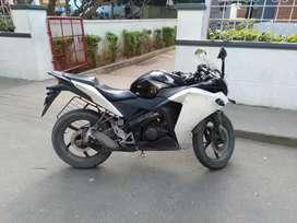 CBR 150 Black whit